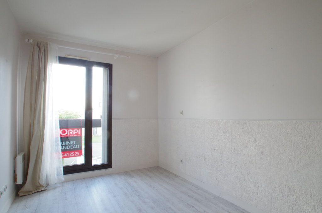 Appartement à louer 3 56.8m2 à La Rochelle vignette-6
