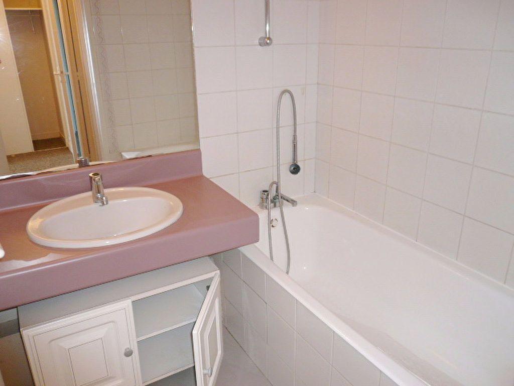 Appartement à louer 3 56.8m2 à La Rochelle vignette-8
