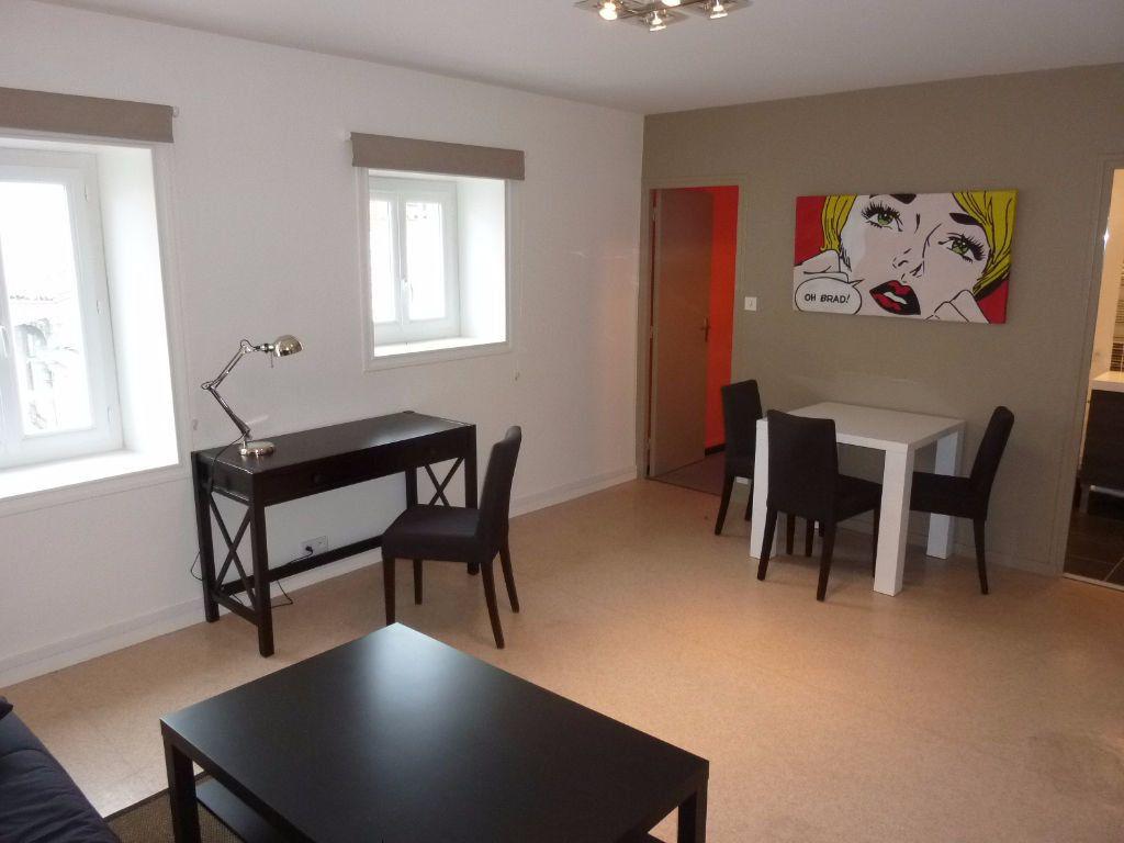 Appartement à louer 1 32.16m2 à La Rochelle vignette-3
