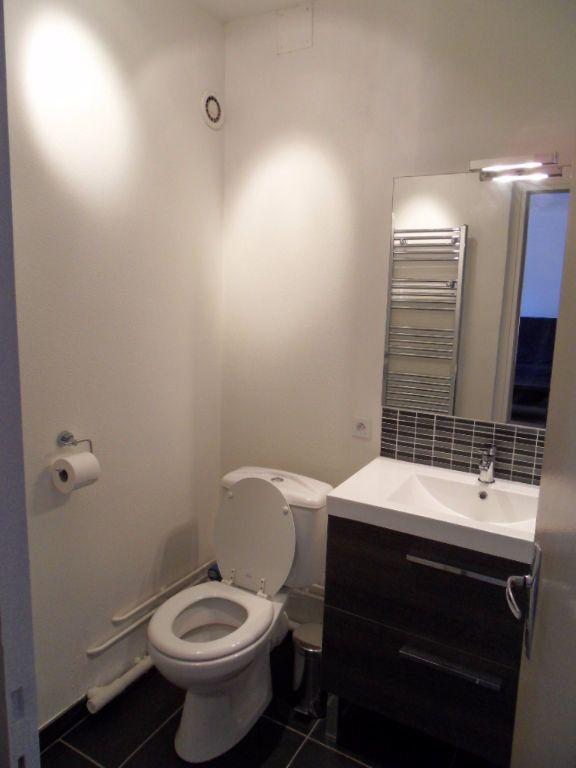 Appartement à louer 1 32.16m2 à La Rochelle vignette-9