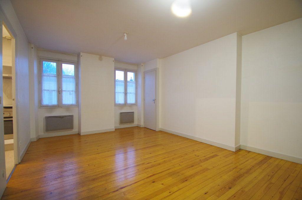 Appartement à louer 3 72.94m2 à La Rochelle vignette-1