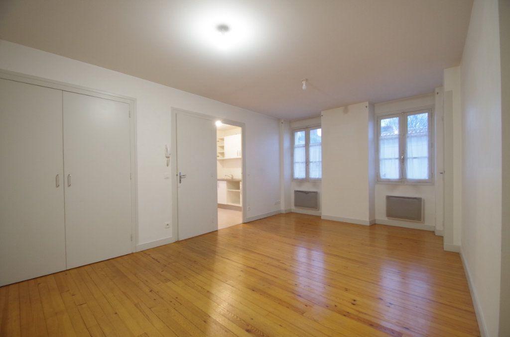 Appartement à louer 3 72.94m2 à La Rochelle vignette-2