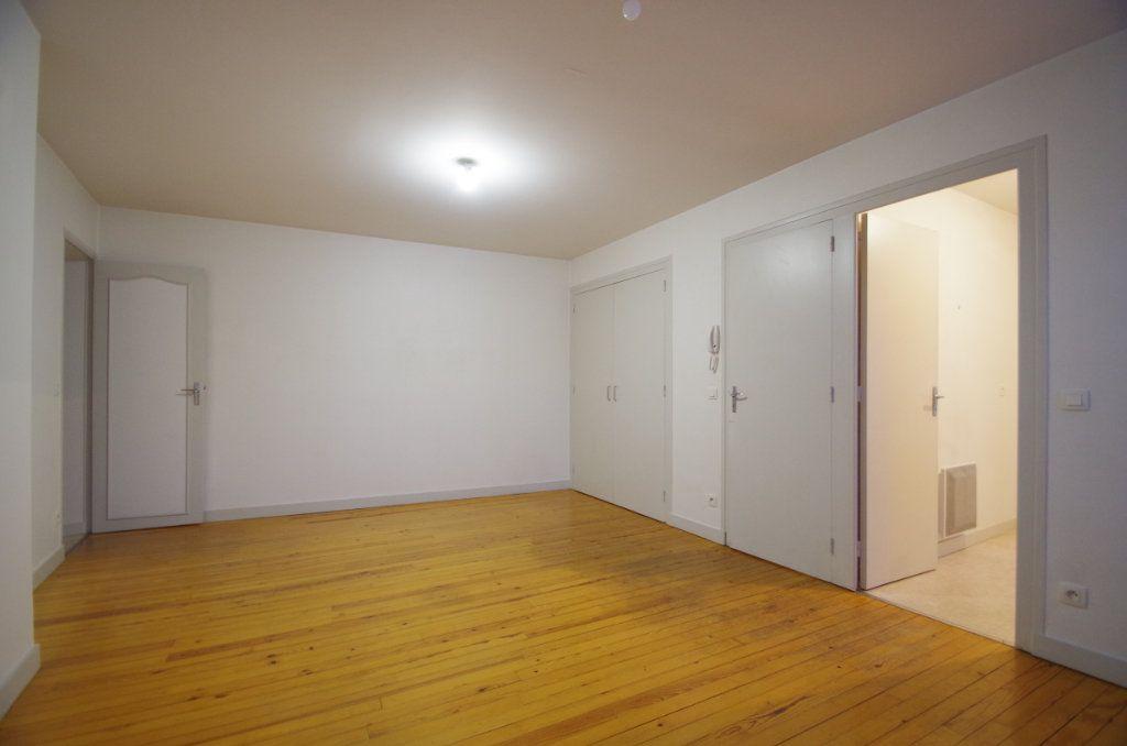 Appartement à louer 3 72.94m2 à La Rochelle vignette-3