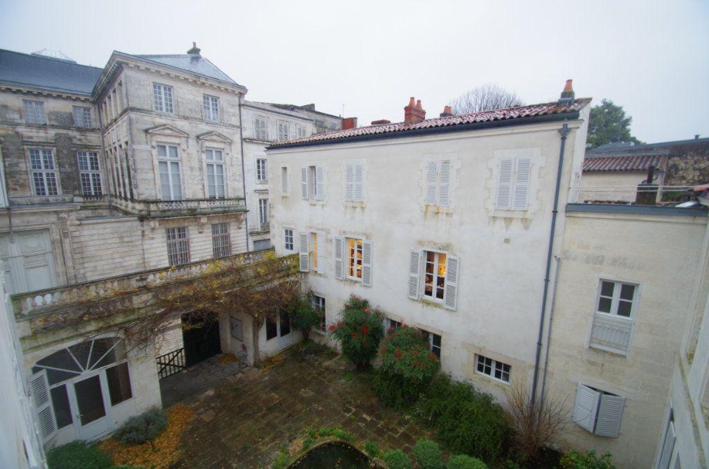 Appartement à louer 3 72.94m2 à La Rochelle vignette-4
