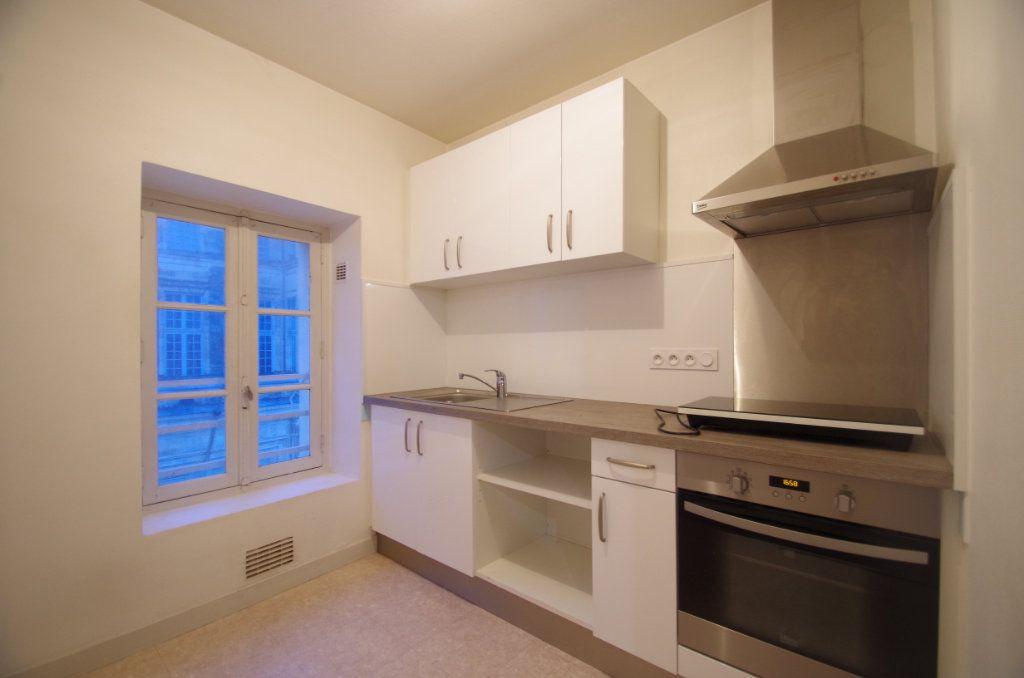 Appartement à louer 3 72.94m2 à La Rochelle vignette-5