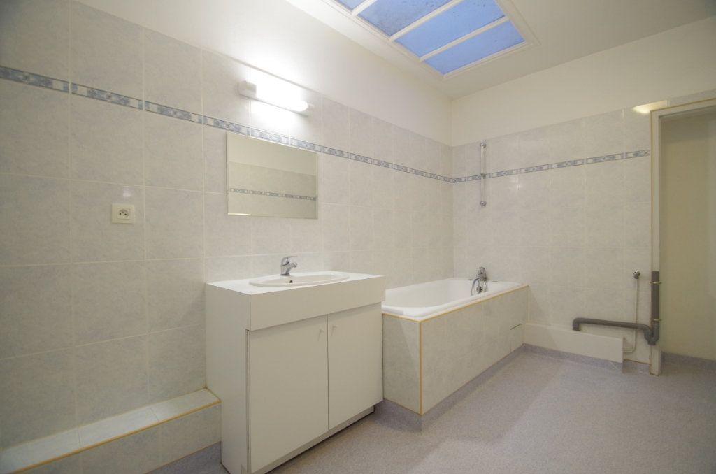 Appartement à louer 3 72.94m2 à La Rochelle vignette-10