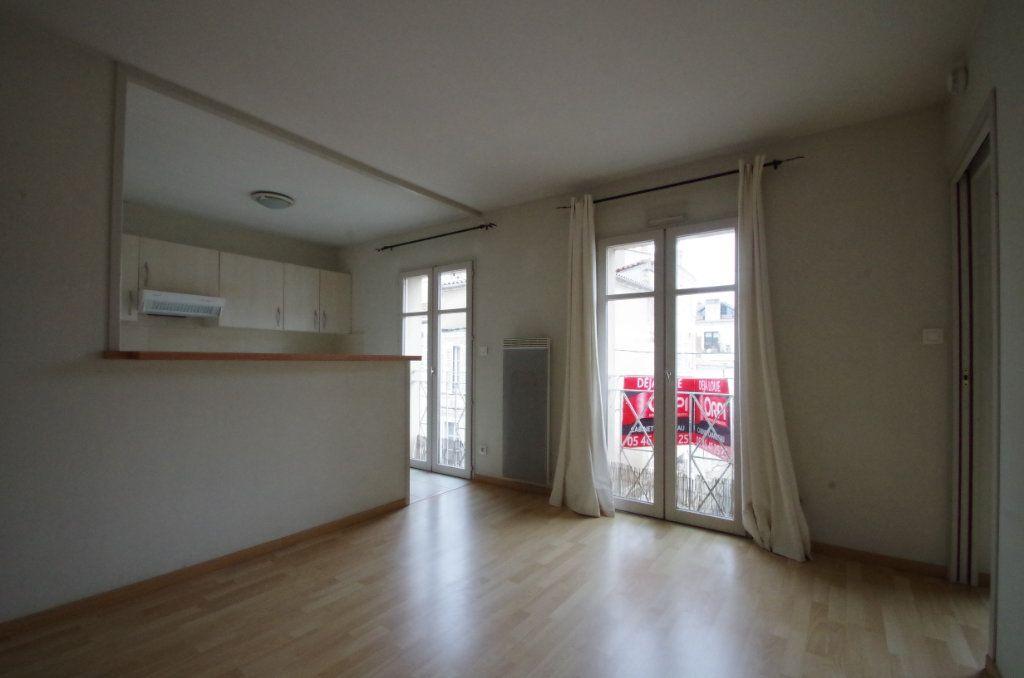 Appartement à louer 2 36.82m2 à La Rochelle vignette-3
