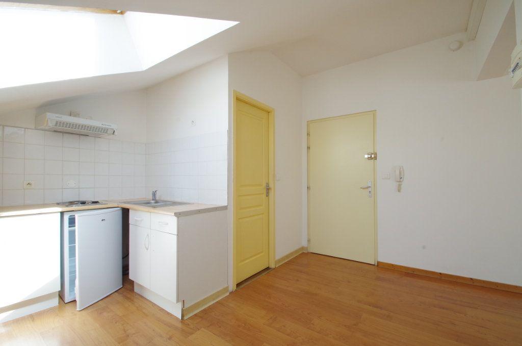 Appartement à louer 1 19.61m2 à La Rochelle vignette-1