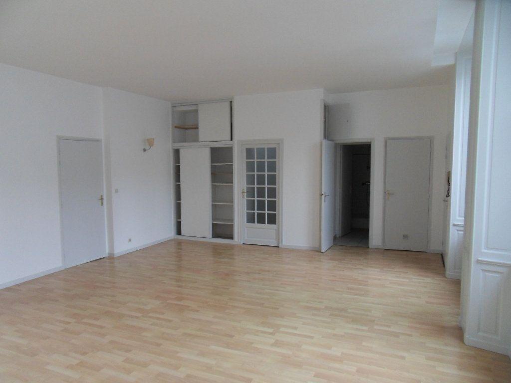 Appartement à louer 3 90m2 à La Rochelle vignette-1