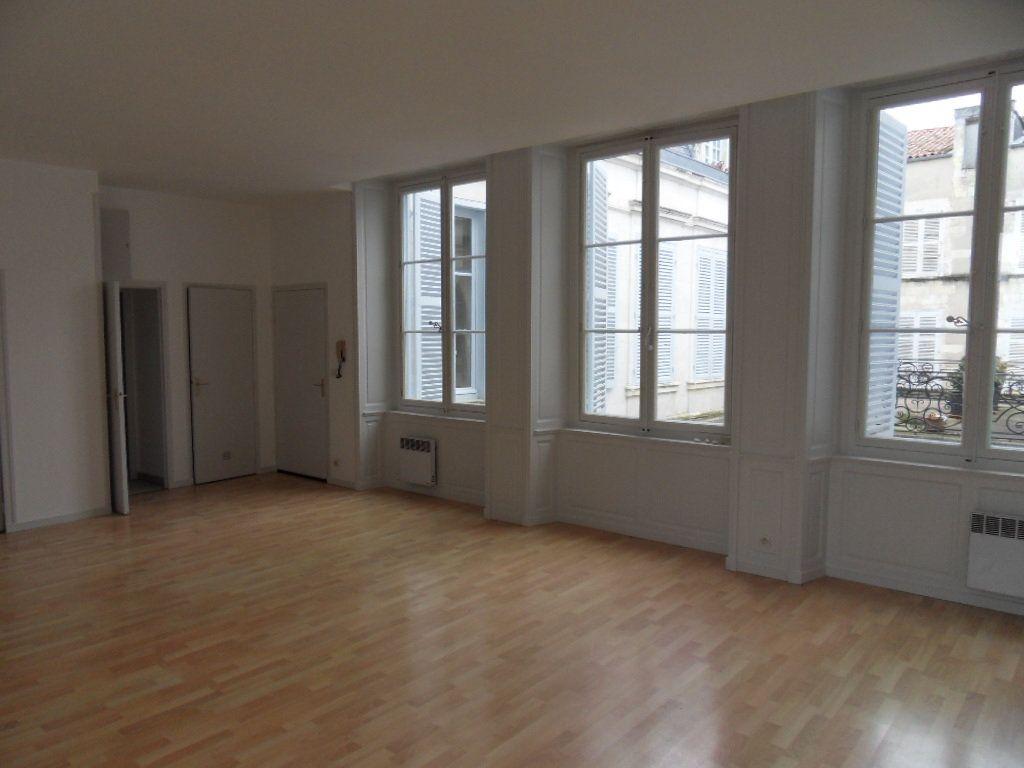 Appartement à louer 3 90m2 à La Rochelle vignette-2
