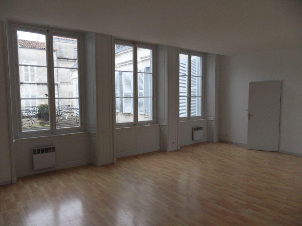 Appartement à louer 3 90m2 à La Rochelle vignette-3