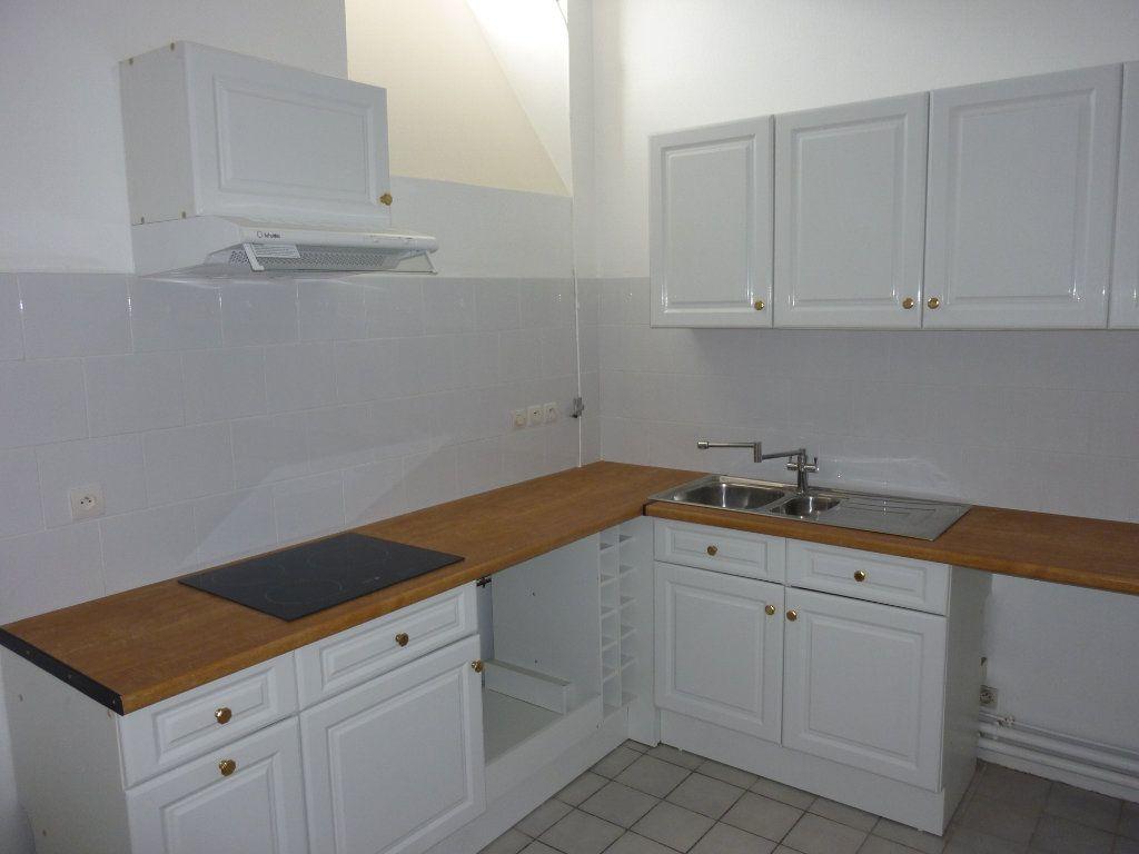 Appartement à louer 3 90m2 à La Rochelle vignette-4