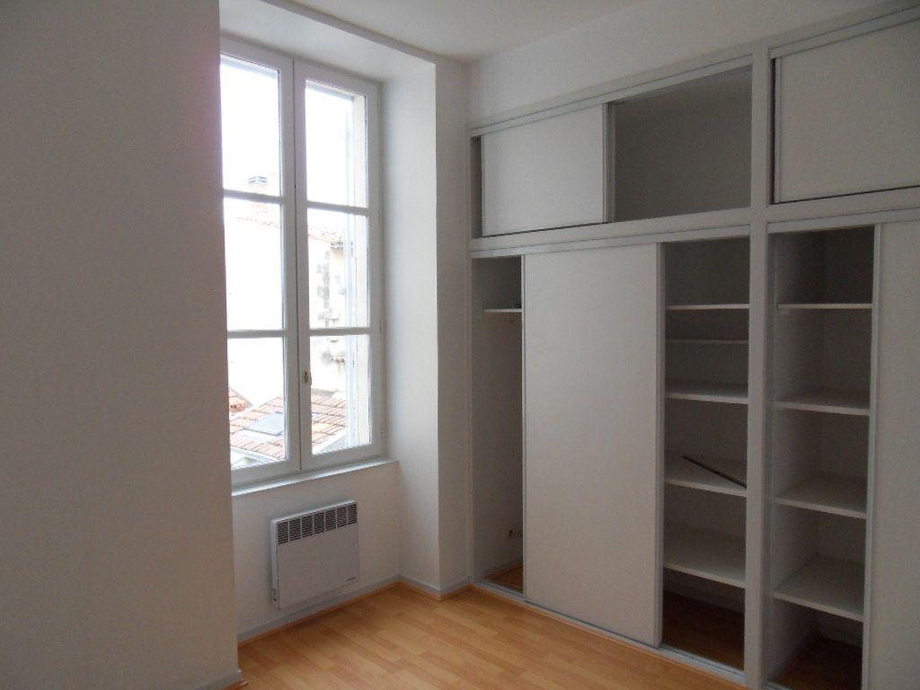 Appartement à louer 3 90m2 à La Rochelle vignette-6