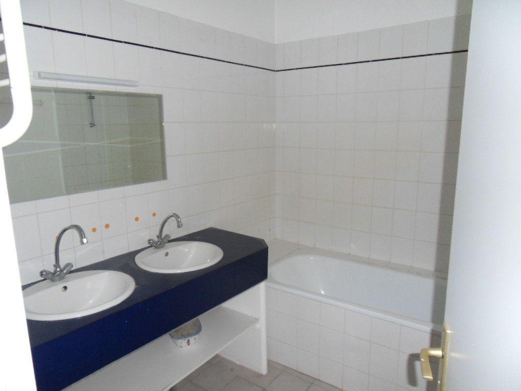 Appartement à louer 3 90m2 à La Rochelle vignette-7