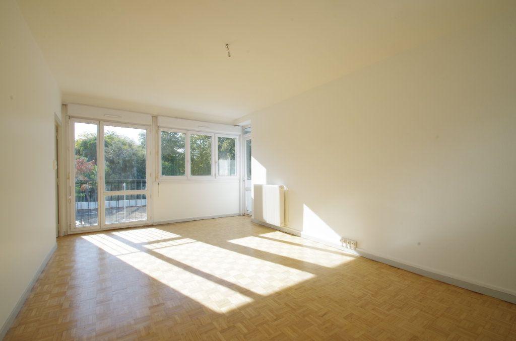 Appartement à louer 4 80.7m2 à La Rochelle vignette-1