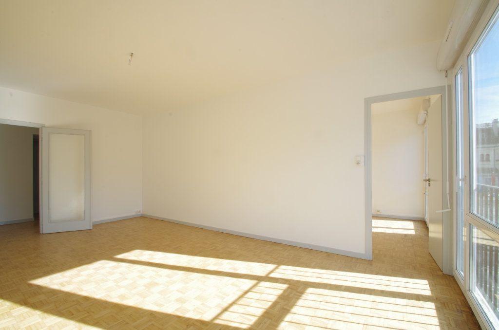 Appartement à louer 4 80.7m2 à La Rochelle vignette-3