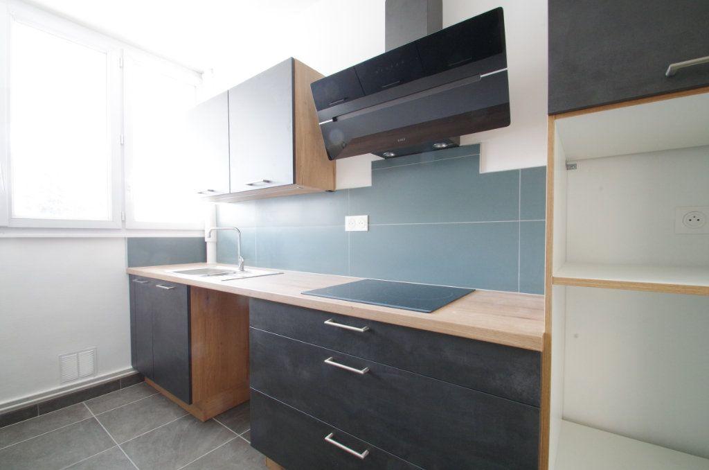 Appartement à louer 4 80.7m2 à La Rochelle vignette-4