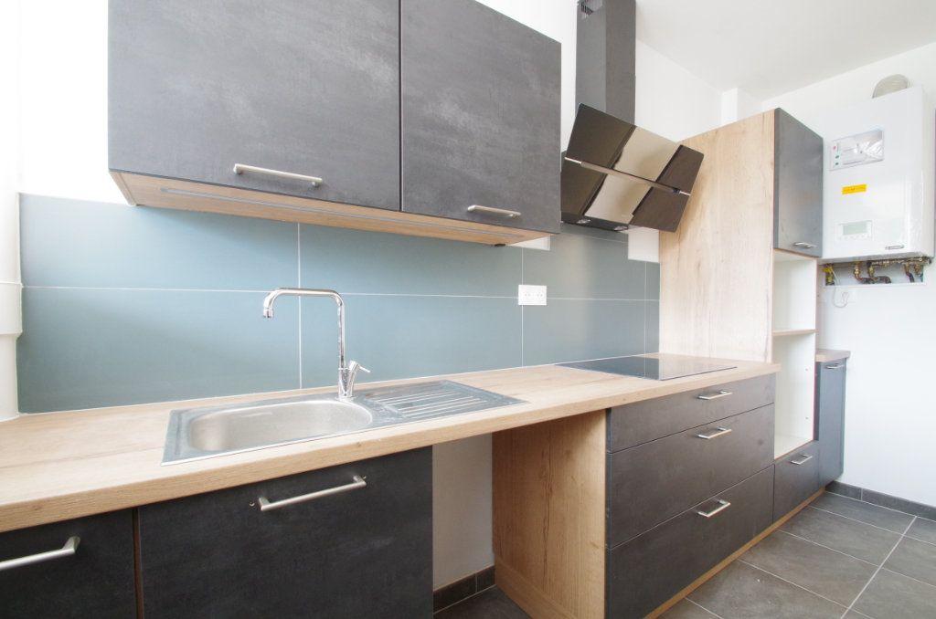 Appartement à louer 4 80.7m2 à La Rochelle vignette-5