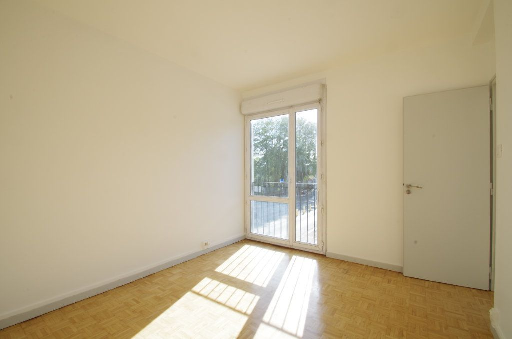 Appartement à louer 4 80.7m2 à La Rochelle vignette-6