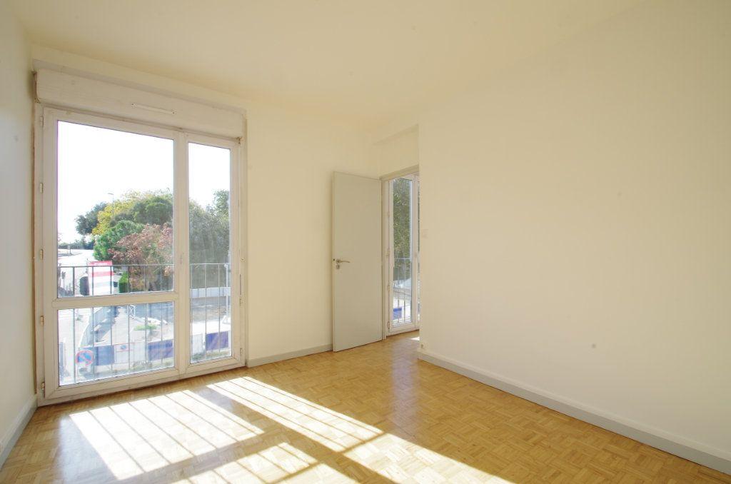 Appartement à louer 4 80.7m2 à La Rochelle vignette-7