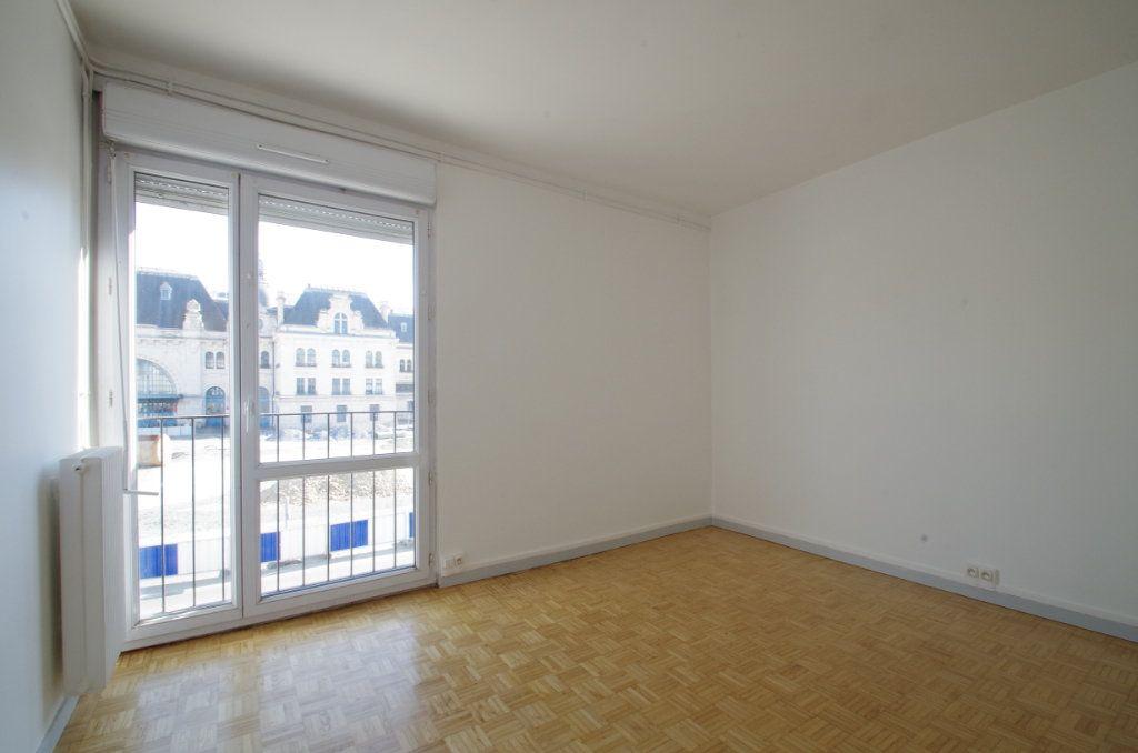 Appartement à louer 4 80.7m2 à La Rochelle vignette-8
