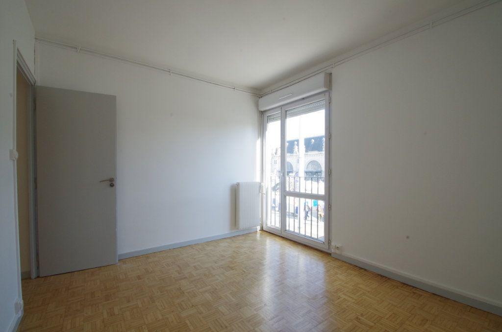 Appartement à louer 4 80.7m2 à La Rochelle vignette-9