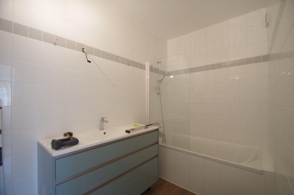 Appartement à louer 4 80.7m2 à La Rochelle vignette-10