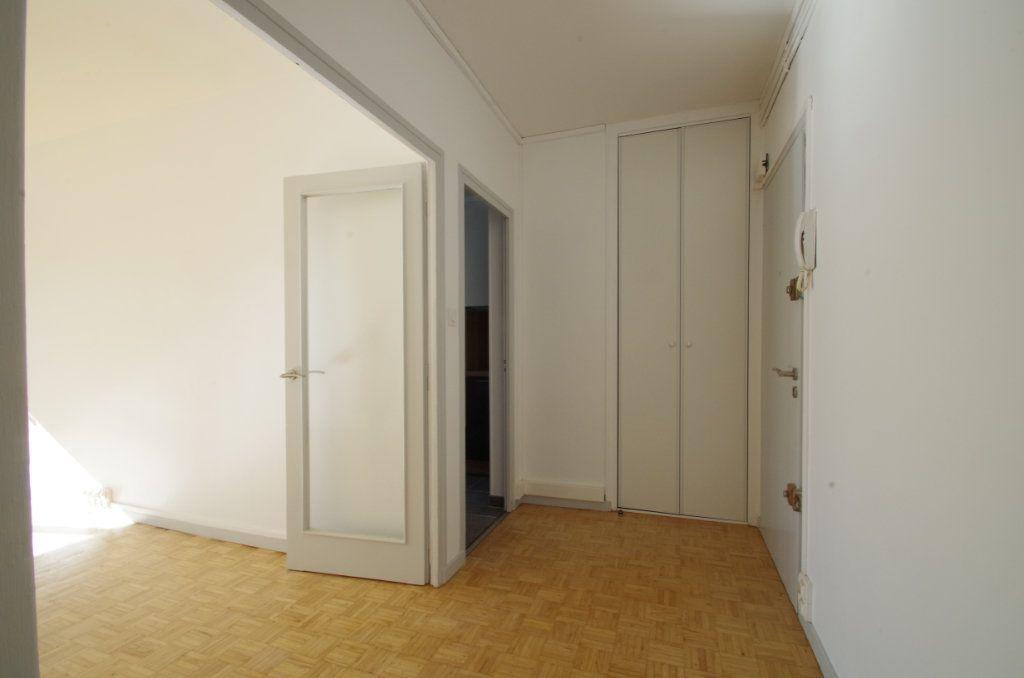 Appartement à louer 4 80.7m2 à La Rochelle vignette-11