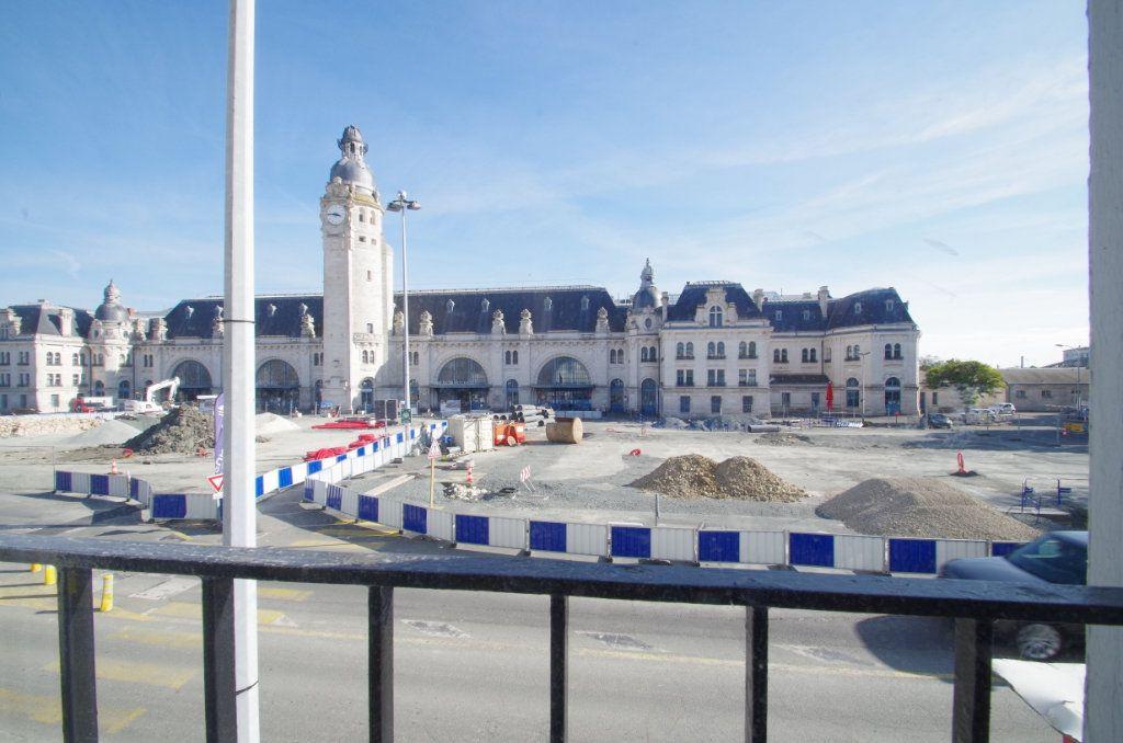Appartement à louer 4 80.7m2 à La Rochelle vignette-12