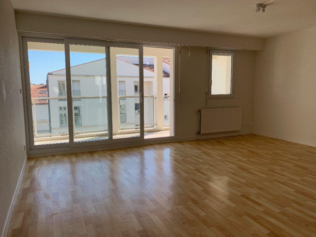 Appartement à vendre 3 66.48m2 à La Rochelle vignette-1