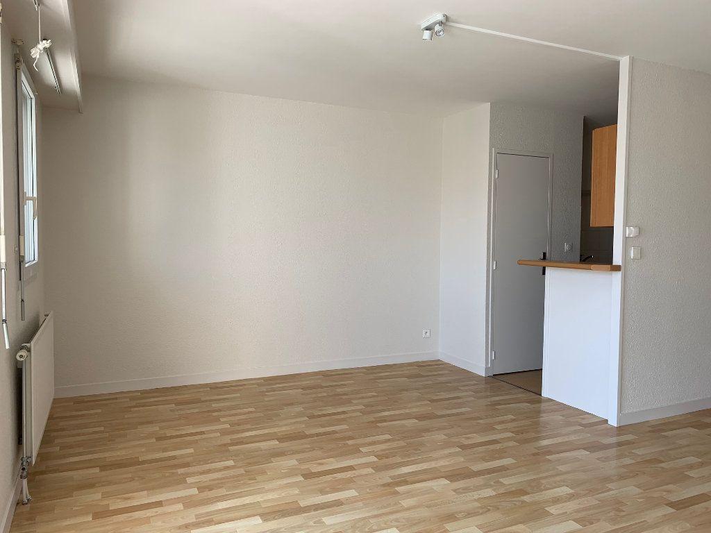 Appartement à vendre 3 66.48m2 à La Rochelle vignette-2