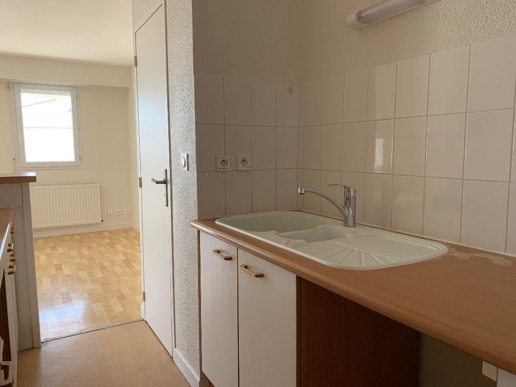 Appartement à vendre 3 66.48m2 à La Rochelle vignette-5