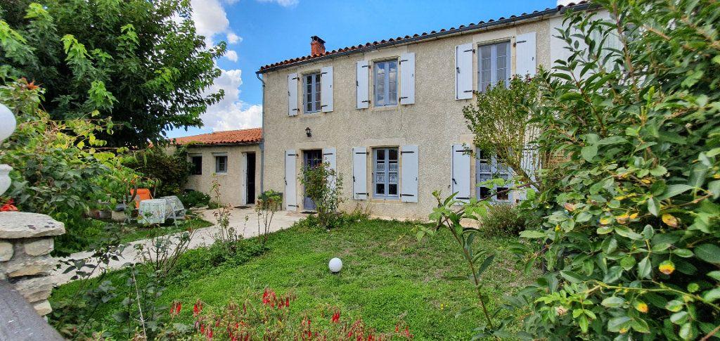 Maison à vendre 9 270m2 à Vérines vignette-1