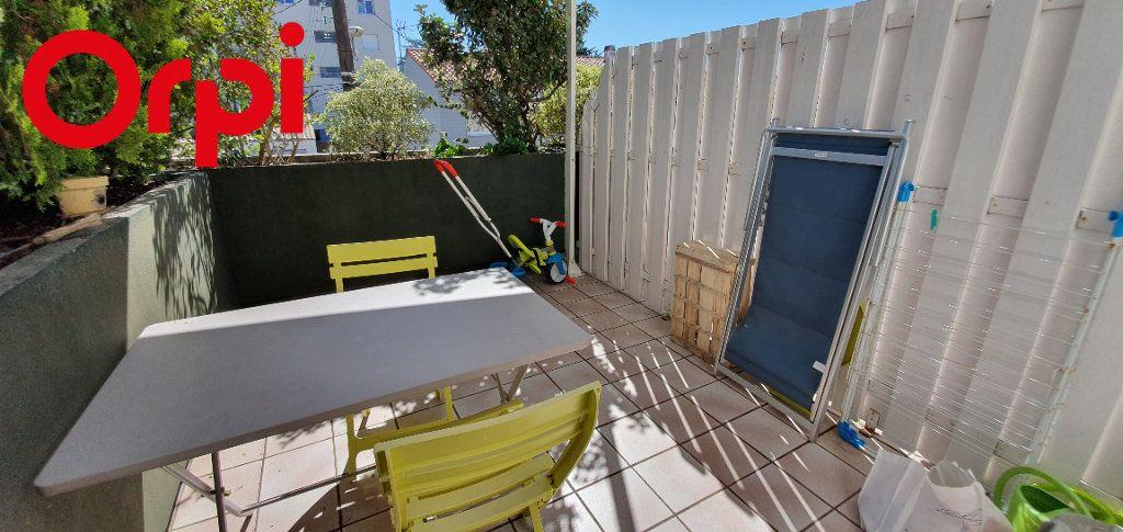 Appartement à vendre 3 63m2 à La Rochelle vignette-2