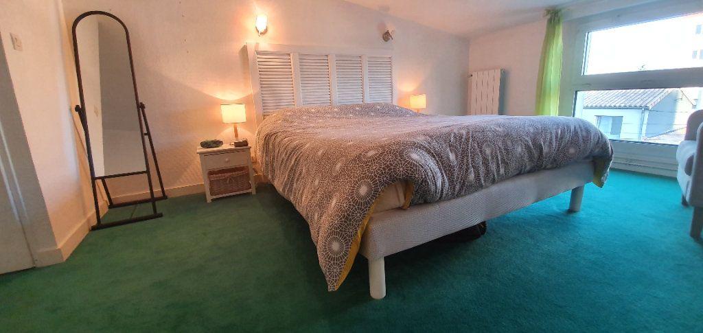 Appartement à vendre 3 63m2 à La Rochelle vignette-5