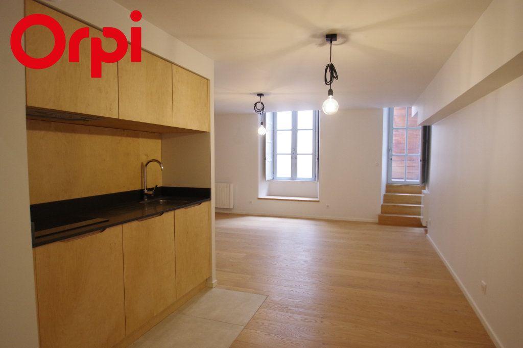Appartement à vendre 1 50m2 à La Rochelle vignette-1