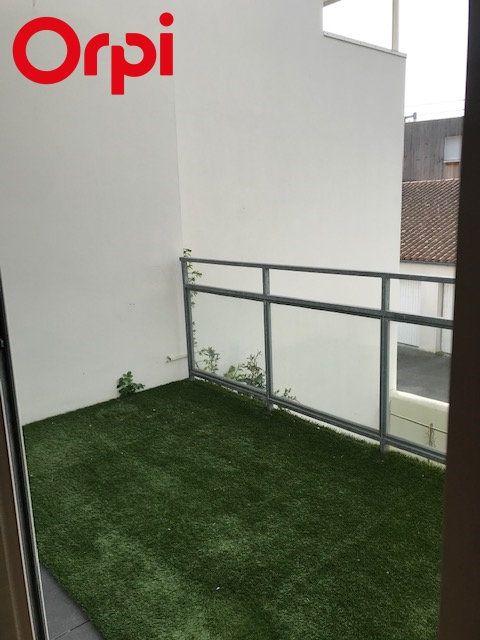 Appartement à vendre 2 52m2 à La Rochelle vignette-2