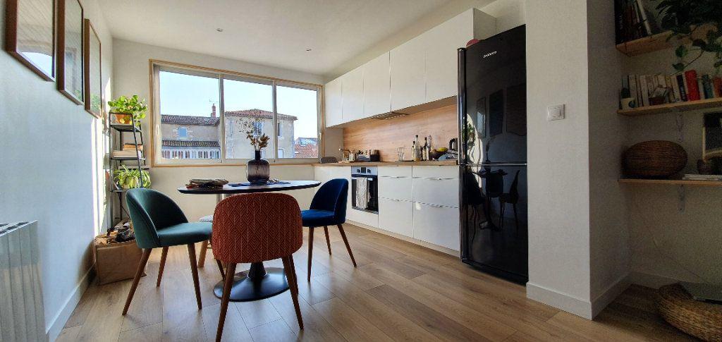 Appartement à vendre 3 53.7m2 à La Rochelle vignette-1