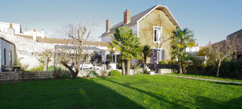Maison à vendre 8 260m2 à La Rochelle vignette-1