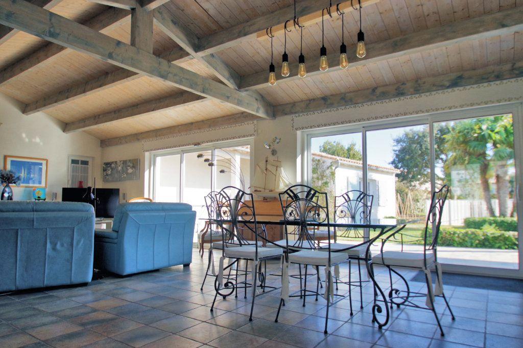 Maison à vendre 6 150m2 à Sainte-Marie-de-Ré vignette-4
