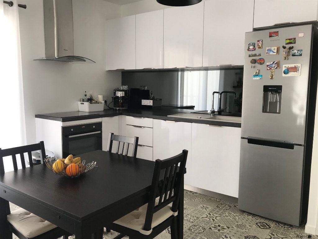 Appartement à vendre 2 50.3m2 à La Rochelle vignette-1