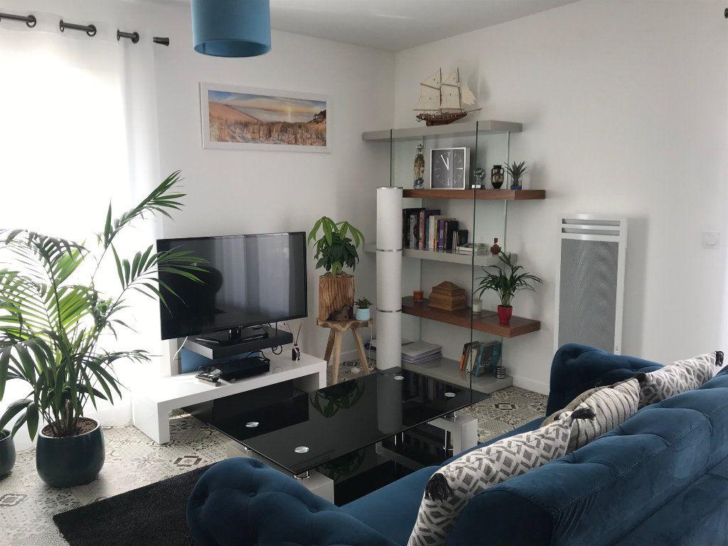 Appartement à vendre 2 50.3m2 à La Rochelle vignette-2