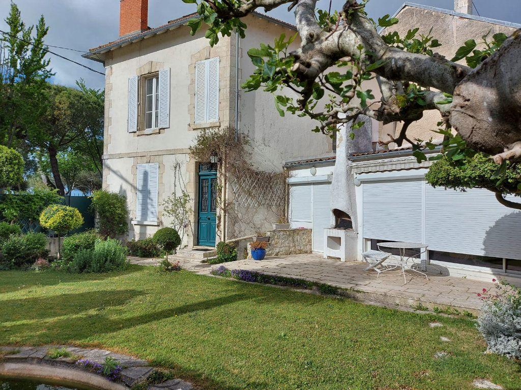 Maison à vendre 8 183m2 à La Rochelle vignette-1