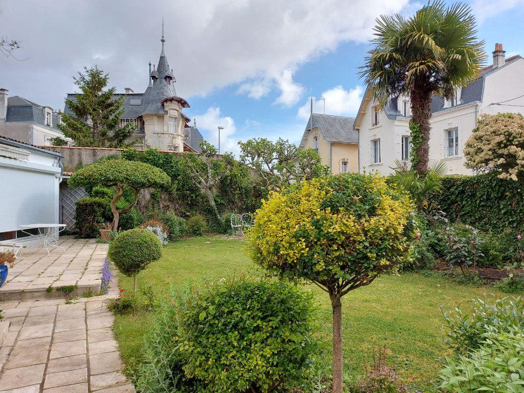 Maison à vendre 8 183m2 à La Rochelle vignette-2