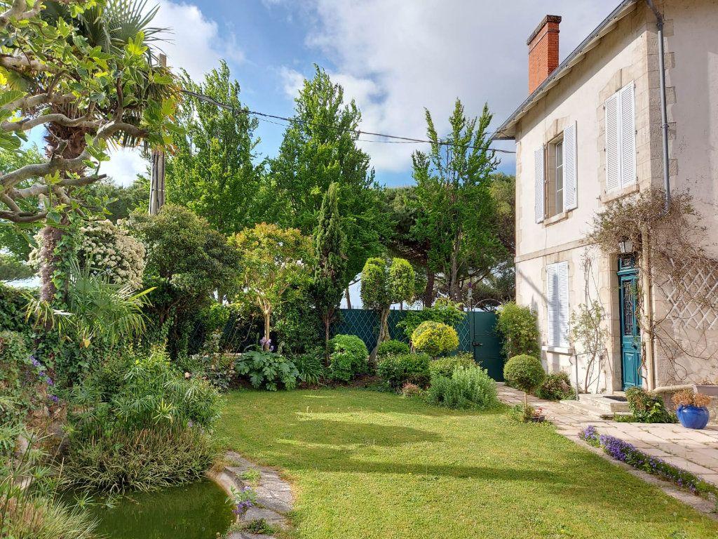 Maison à vendre 8 183m2 à La Rochelle vignette-3