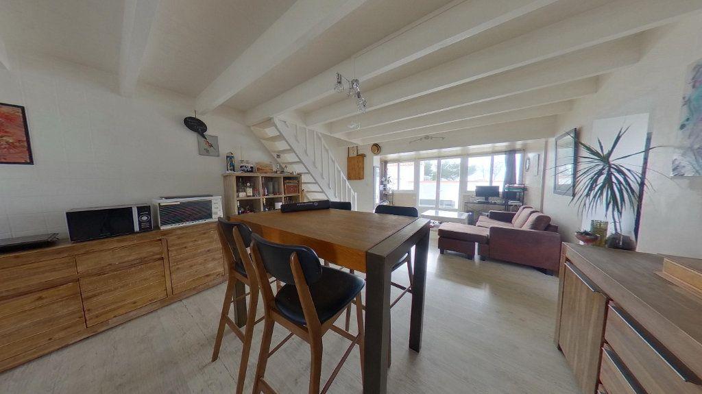 Maison à vendre 3 72m2 à Rivedoux-Plage vignette-1