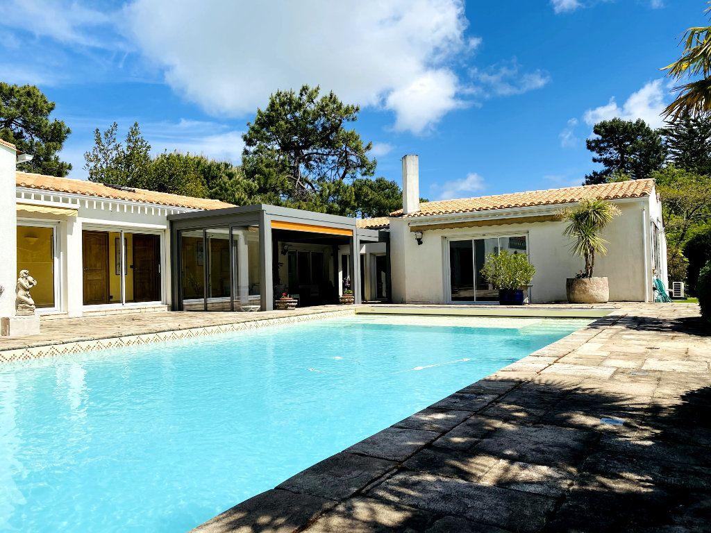 Maison à vendre 8 273m2 à Rivedoux-Plage vignette-3