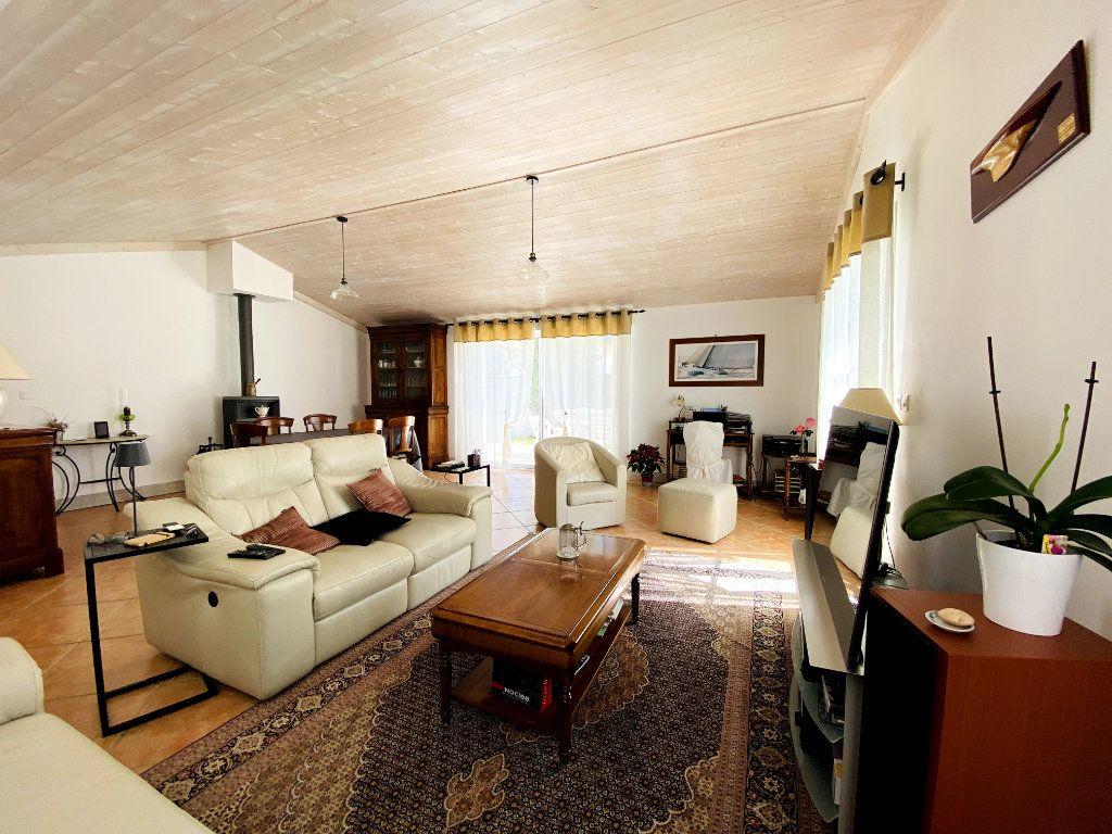 Maison à vendre 6 160m2 à Sainte-Marie-de-Ré vignette-2