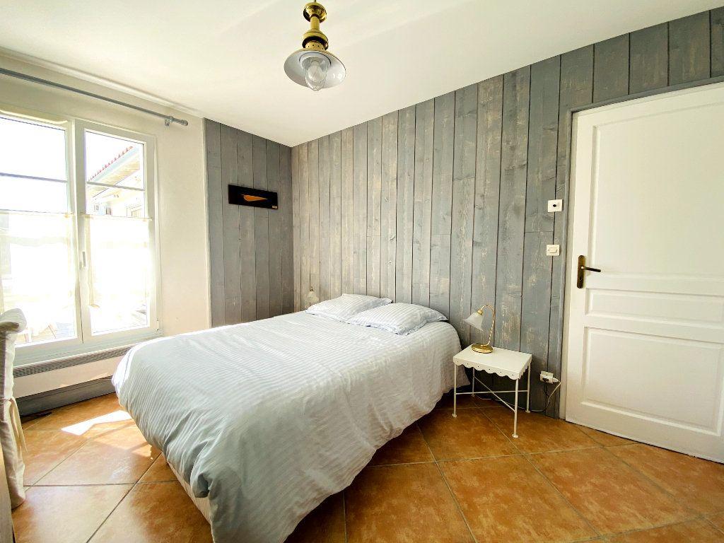 Maison à vendre 6 160m2 à Sainte-Marie-de-Ré vignette-3