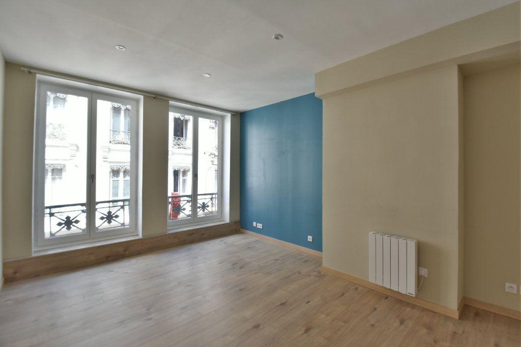 Appartement à louer 3 65.91m2 à Lyon 1 vignette-2